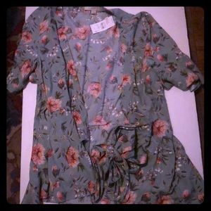 Beautiful floral top with tie. NWT.